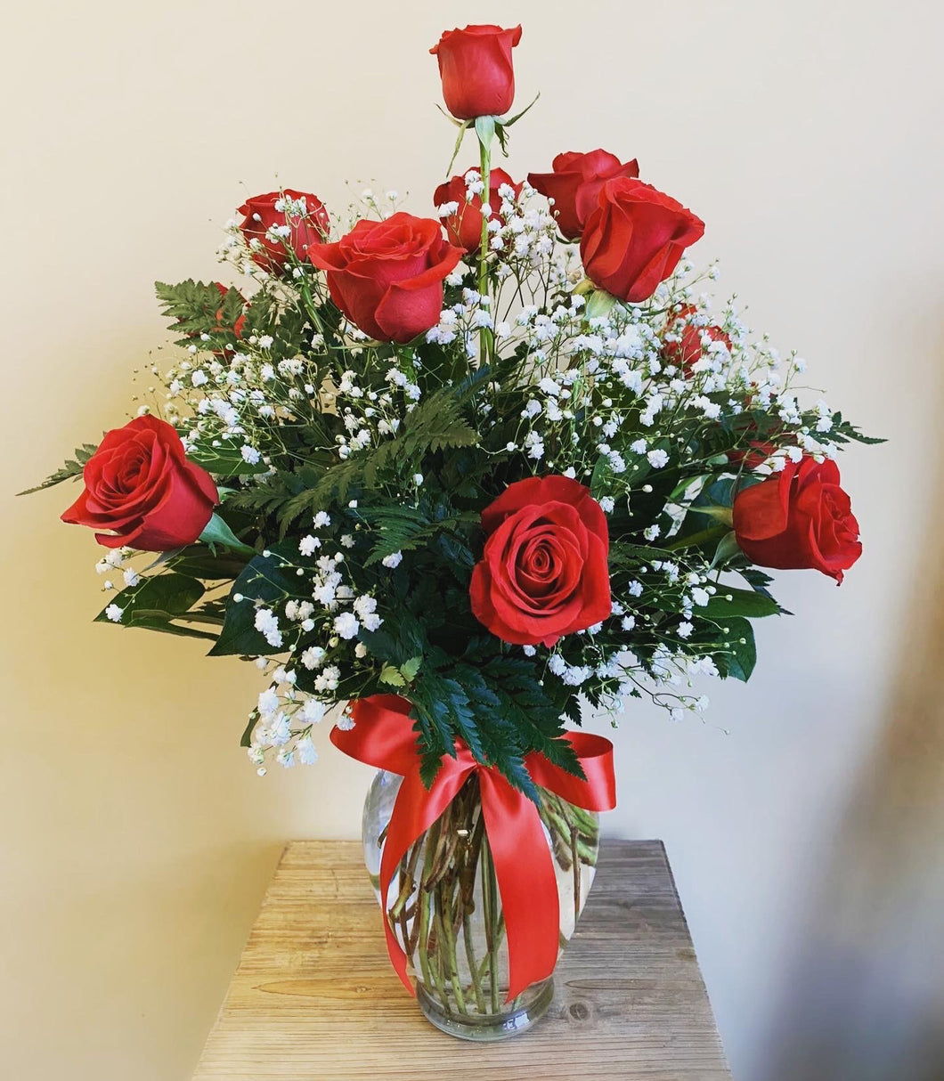 1 Dozen Short Stem Roses Arranged