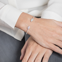 Load image into Gallery viewer, Petite Feuille White Bracelet