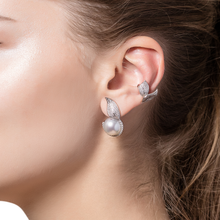Load image into Gallery viewer, Mille et Une Feuille Pearl Earrings