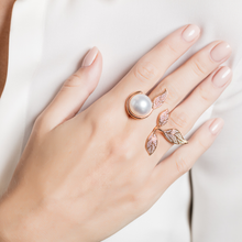Load image into Gallery viewer, Mille Et Une Feuilles Rose Pearl Ring
