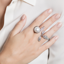 Load image into Gallery viewer, Mille et Une Feuilles Yellow Pearl Ring