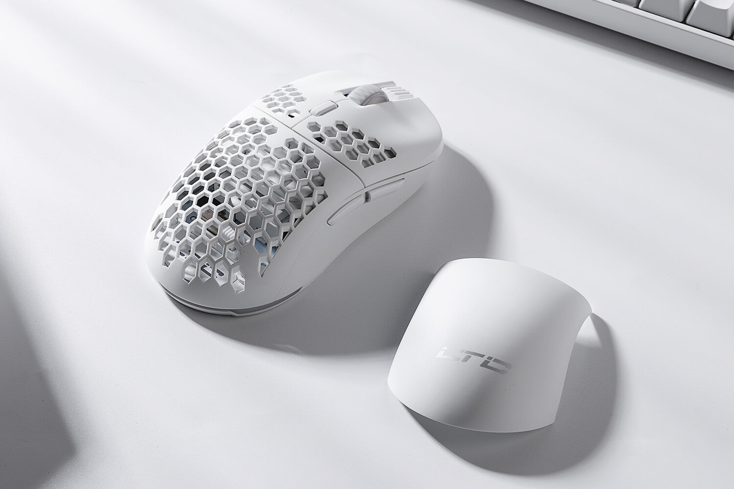 ltc ultra gaming mouse honeycomb shell