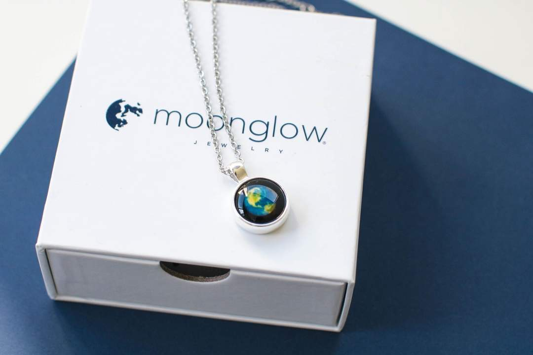 Earthglow Necklace in Silver-4