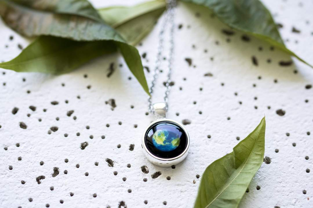 Earthglow Necklace in Silver-3