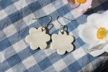 Hook Flower Earrings - natural