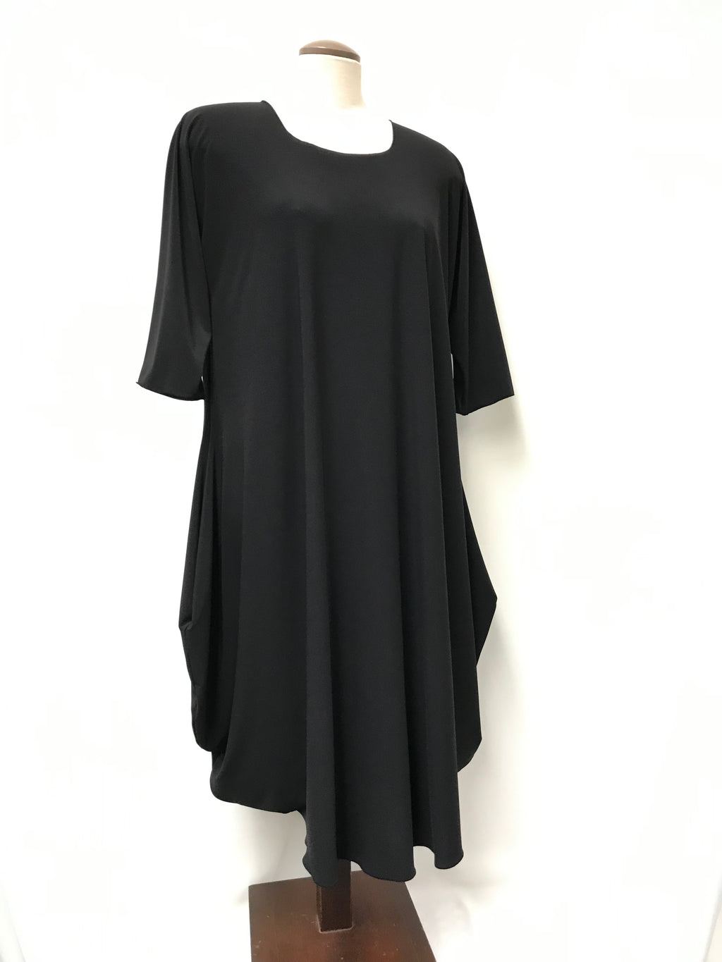 Dress Rounded neckline - 3/4 sleeve - interesting hemline