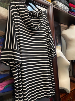 Bamboo top in black and white