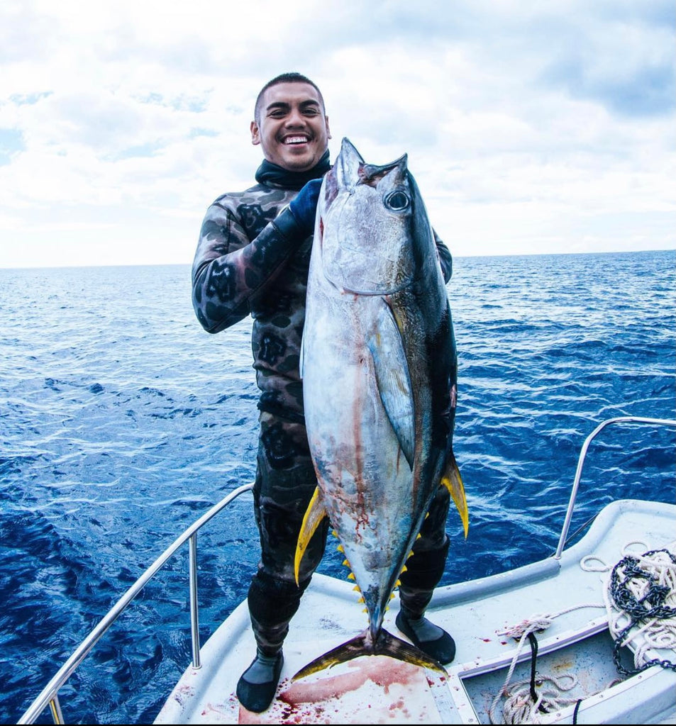 Yellow Fin Tuna Shot In 30FT Water! My Most Epic Day Of Spearfishing In Hawaii