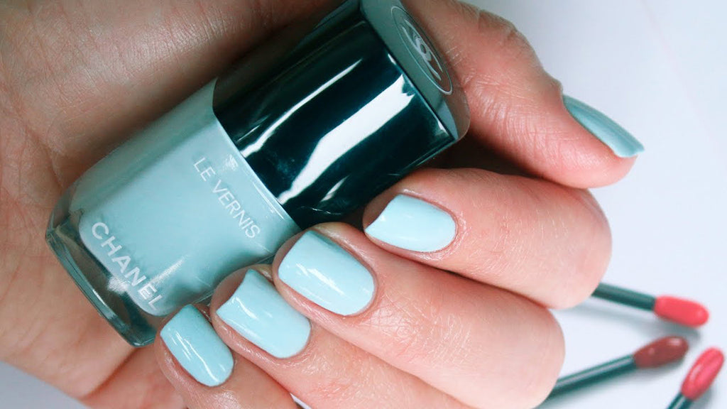 Chanel Le Vernis Longwear Nail Color in Bleu Pastel