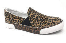 Load image into Gallery viewer, Very G Roxanne Sneaker in Leopard