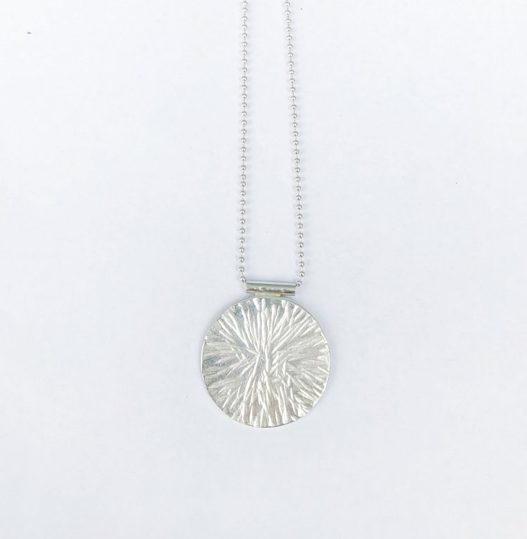 JIKA HAMMERED DISC NECKLACE