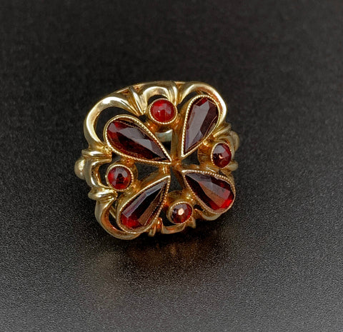 Antique 14K Gold Garnet Dome Ring