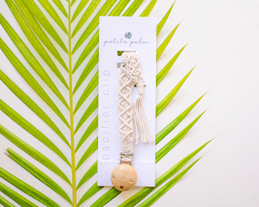 Macrame Pacifier Clip - Natural Diamond