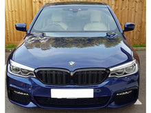 Load image into Gallery viewer, BMW 5 Series G30 Twin Bar M Performance Gloss Black Grilles