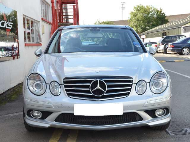 W211 E Class Sport CL Style grille Models from 06/2006