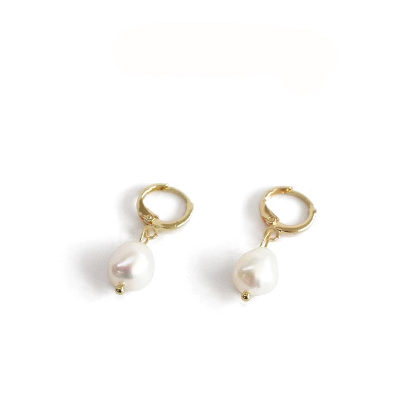 ddd4d5ba09e In A Perfect World IAPW Celine earring mini gold pearl huggies