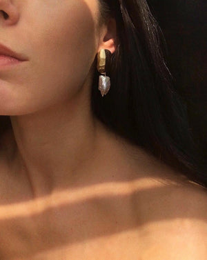 In A Perfect World IAPW Alena earring gold irregular freshwater pearl stud