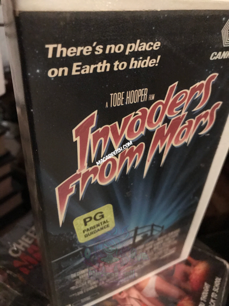 Macabre...ish Horror Review: Invaders From Mars