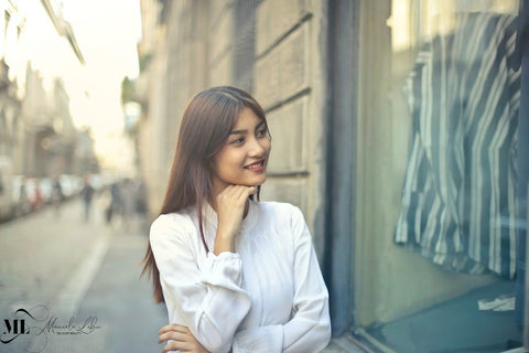 Woman with smooth and clear skin smiling | ML Delicate Beauty