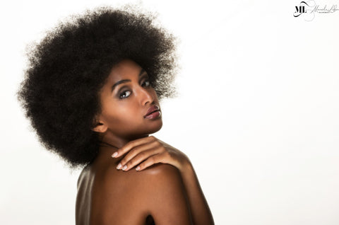 Black woman with skin free of stretch marks | ML Delicate Beauty