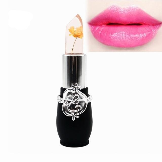 This lipstick provides a complete, sensual look to your lips, ready to lure anyone
