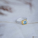 Cincin Hammer Blue Topaz Cushion Ring in 18K Gold Plated Bezel