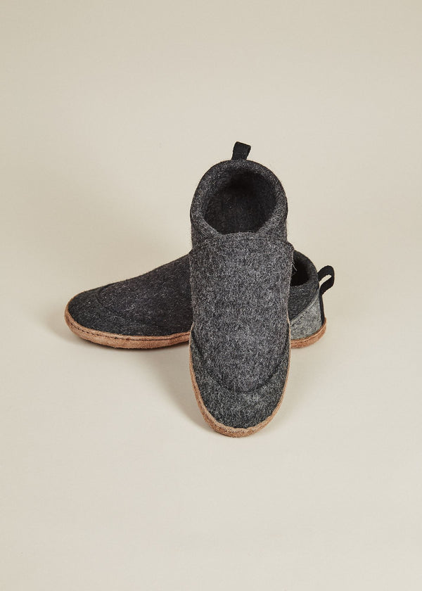 Men's All Natural Tengries Slippers - Charcoal Men's Shoes Kyrgies