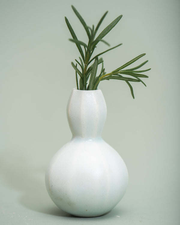 The Bright Angle Sprout Bud Vase - Silk White Satin Matte Vase The Bright Angle