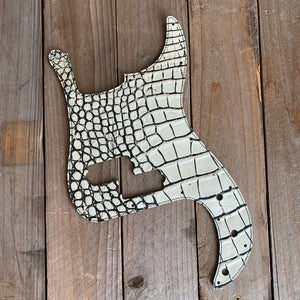 Antique Vanilla | Alligator Skin Leather Precision Bass Pickguard