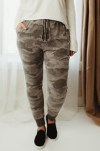 Load image into Gallery viewer, Camo Drawstring Joggers