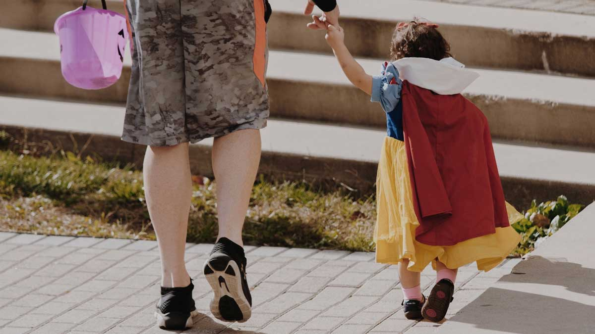 How to Keep Your Kids Safe While Trick or Treating
