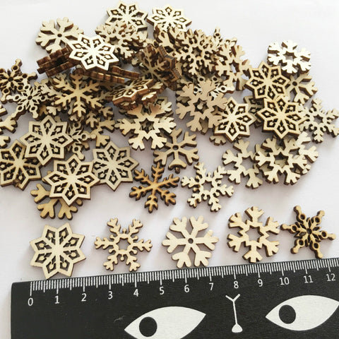 100pcs/bag Natural Wood Snowflake Christmas Tree Decorations Wooden Crafts Hanging Pendant Christmas Party Decor for Home