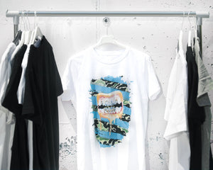Gold mouth blue T-shirt white