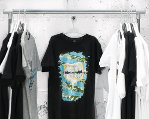 Gold mouth blue T-shirt black