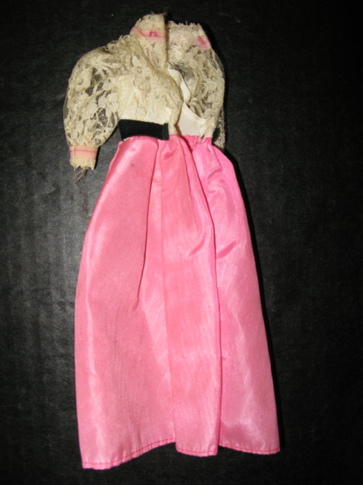 Vintage 1962 Case with Barbie and Ken Doll