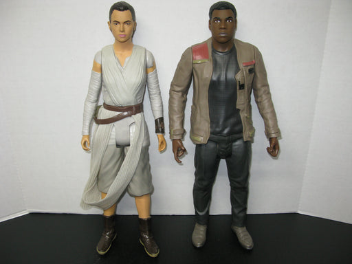 2 Star Wars Statues Rey and Finn