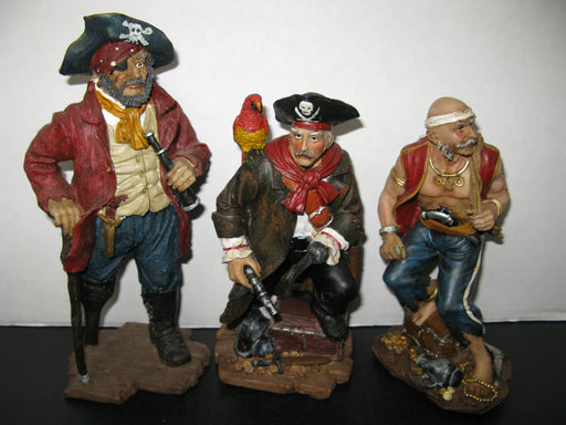 17 Pirate Figurines