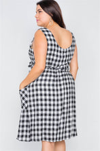 Load image into Gallery viewer, Plus Size Scoop Neck Side Pockets Checkered Gingham Midi Dres