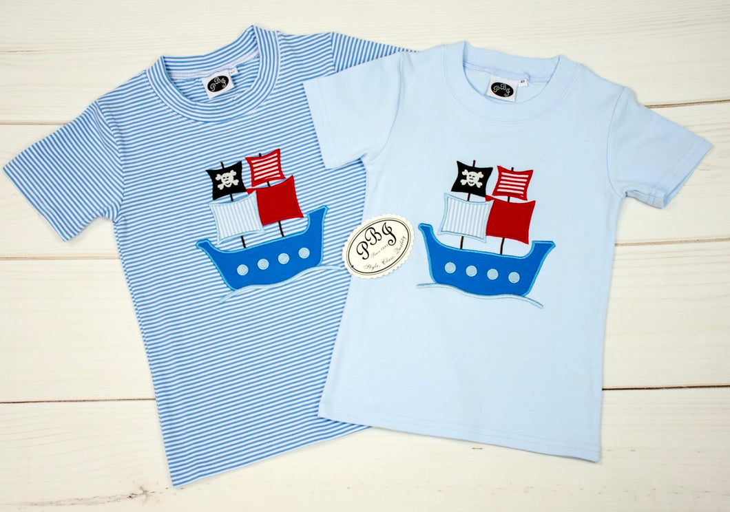 Color T-shirt w/ applique / Pirate ship