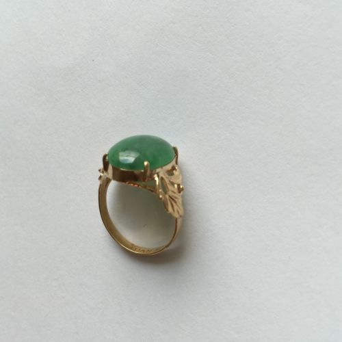 14K Yellow Gold Oval Jade Women Ring - size 5 - R34