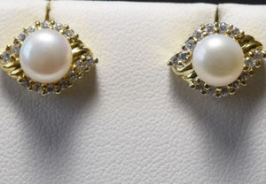 14K Yellow Gold Pearl Earrings - E93