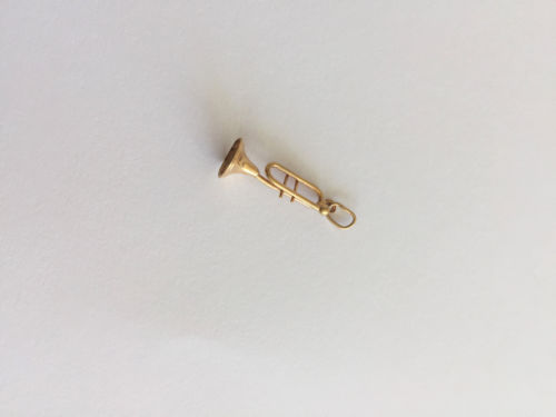 Small and light weight 14K Yellow Gold pendant - P419
