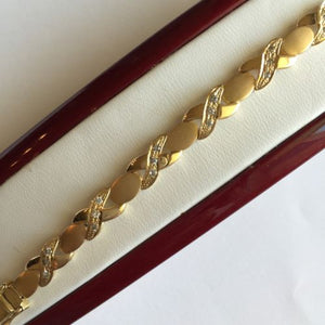 Beautiful XO Diamond Bracelet 14K Solid Yellow Gold - 5 2/3 inches - B62