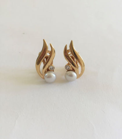 14K Yellow Gold Pearl Clip Earrings - E108