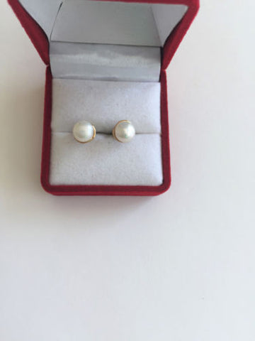 14K Yellow Gold Pearl Earrings - E135