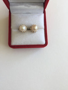 14K Yellow Gold Pearl Earrings - E138