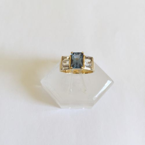 14K Yellow Gold Blue gemstone Ladies Ring - size 7.75 - R90