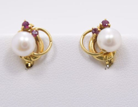 14K Yellow Gold Pearl Earrings - E59