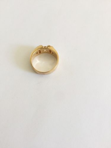 14K Yellow Gold Cubic zirconia ladies ring - size 6.5 - R103