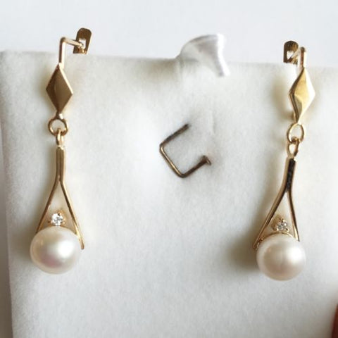 14K Yellow Gold Pearl Dangling Earrings - E42